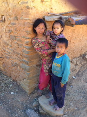 House and children—middle Himalayas.